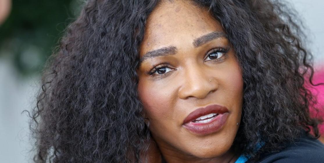 Serena a le cheveu vert