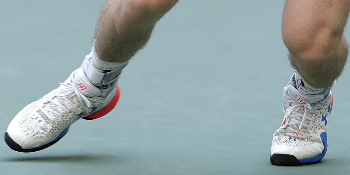 Andy Murray, deux chaussures et une alliance