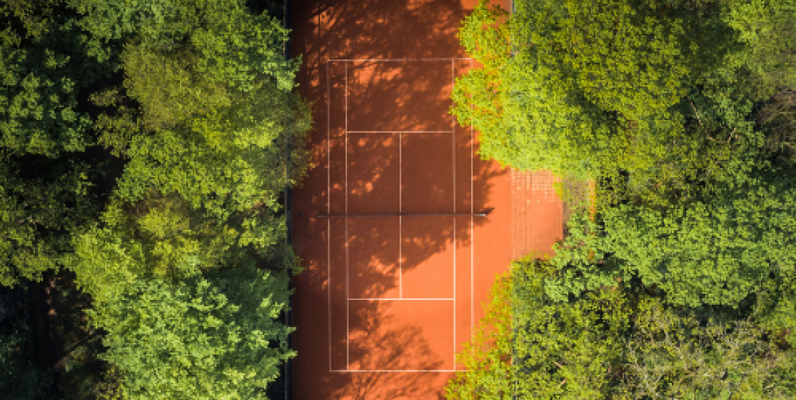 La lente mise au vert du tennis professionnel